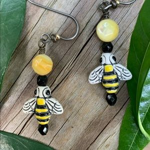 Porcelain Bee/Black Onyx/Faceted Yellow MOP